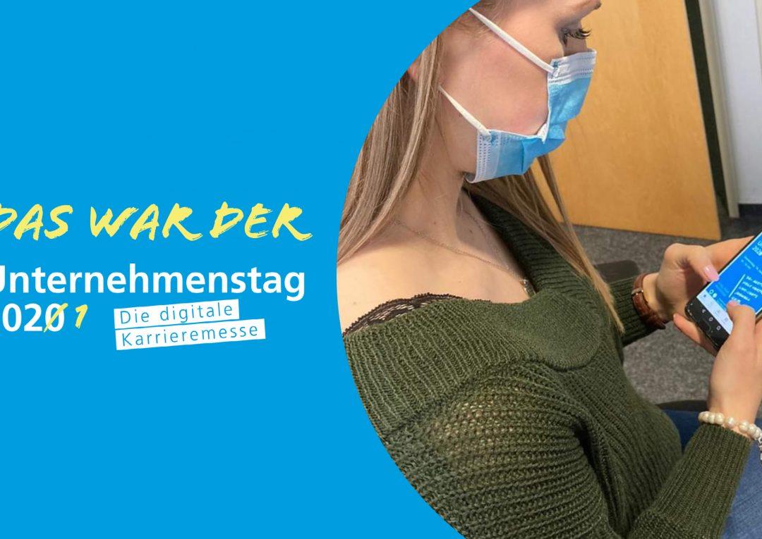 Die studentische Mitarbeiterin sitzt in ihrem Büro. Der fotografierte Winkel, ist über ihre Schulter, mit Blick auf ihr Smartphone. Darauf zu sehen, ist der Startbildschrim der Unternehmenstag-App. Mit dieser konnte man am digitalen Unternehmenstag teilnehmen.